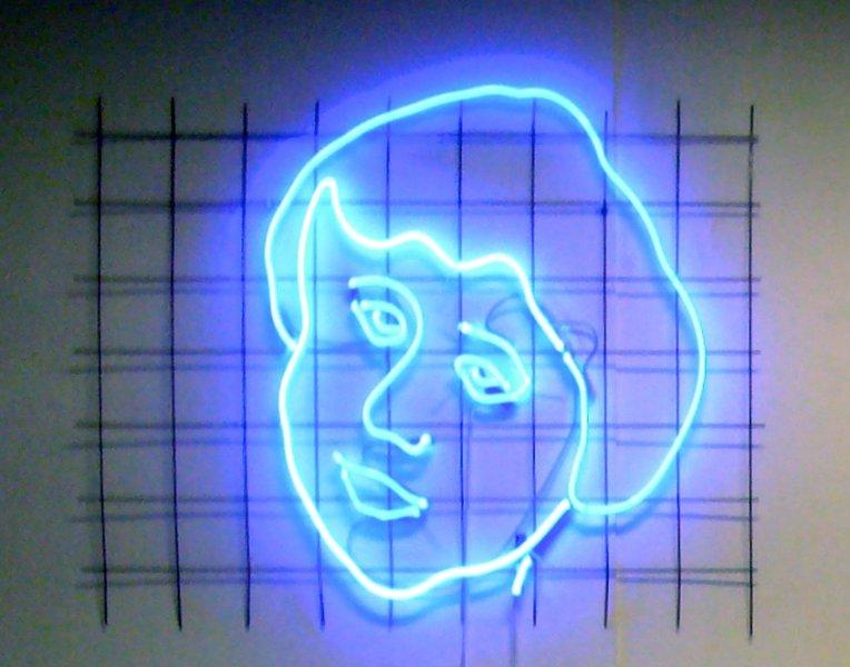 5f4148f8e73f523570f9fd34_neonportret